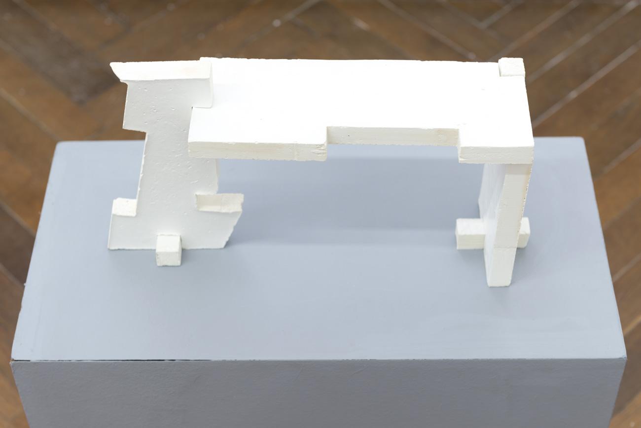 Claudiu Cobilanschi - AIRCHAEOLOGY, 2018 Beton brut, 35 x 10 x 17 cm Courtesy Gandy gallery