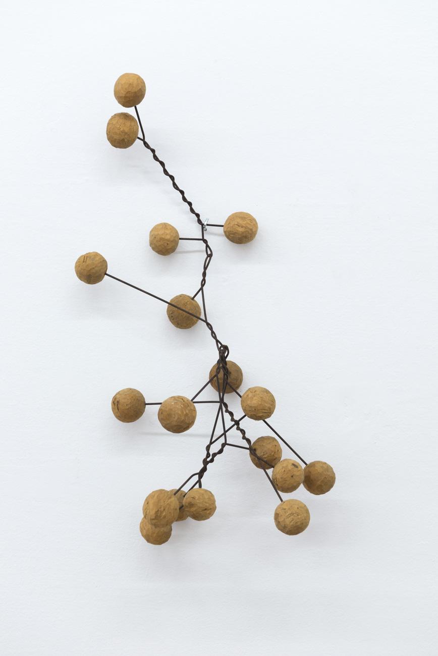 Ilija Šoškić - S. T., 1963/1966 Object (iron wire, wood), Variable dimensions (from 50 x 50 x 30 to 100 x 70 x 30 cm) Courtesy Archivio Šoškić and Gandy gallery